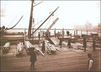 Погрузка теса на заграничный пароход