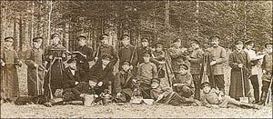 Воспитанники и преподаватели низшей лесной школы