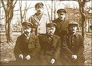 Группа питомцев Тотемской лесной школы с первым заведующим А. Царевским